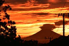 神々しい夕焼け空と富士 ③