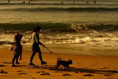 姉妹で犬のお散歩~朝の陽射しに包まれて~②