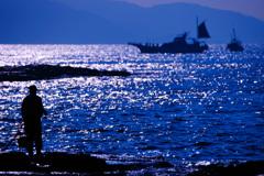 磯の釣り人~煌く海に挑む~④