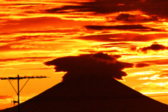 神々しい夕焼け空と富士 ②