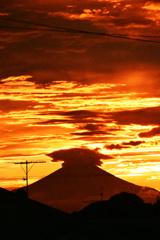 神々しい夕焼け空と富士 ④