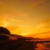 朝焼けの空と海…ハッピートレインが来た