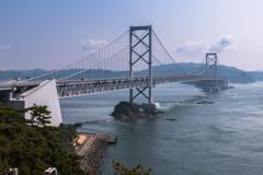 お茶園展望台から見える大鳴門橋(鳴門市観光より)