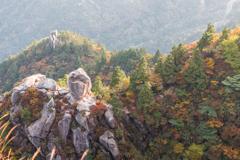 色づく大黒岩