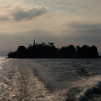 琵琶湖に浮かぶ軍艦島?(多景島より)