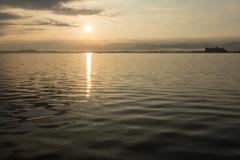 金色の湖面(柴山潟より)