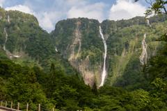 いったい何本の滝があるというのか