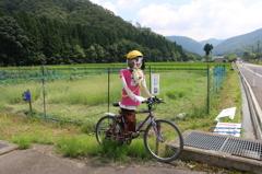 花はす公園前通りの面白案山子-サイクリングする案山子