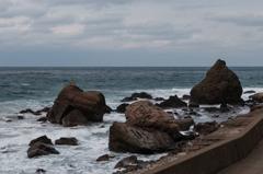 雄岩と雌岩(越前水仙の里公園より)