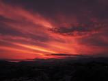 雲に隠れる夕暮れ富士