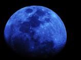 マジックアワーの月