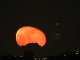 月を見るには明かりを消して