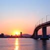 朝日の中の大橋