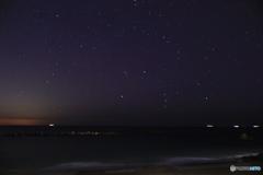 砂浜から眺める満天の星空