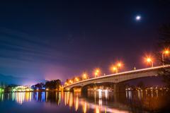 月と橋の灯り