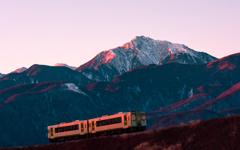 朝焼けの一番列車