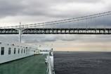 「まもなく明石海峡大橋の下を通過いたします。」
