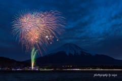 山中湖アートイルミネーション花火1