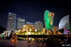 暑いのに人が多い横浜