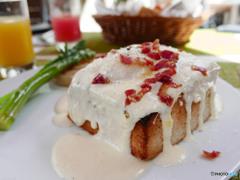 厚焼きトーストのカルボナーラソース