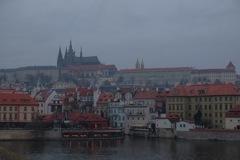 朝霧のプラハ城
