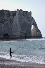 エトルタの釣り人