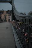 秋風の吹く鉄の橋