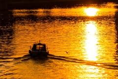 漕ぎ出した小舟