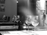 ワイングラスと映り込み