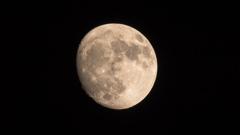 今宵の月は