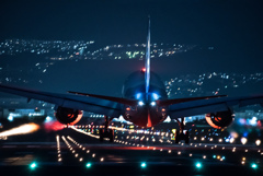 Night runway 「Boeing 787 Dreamliner」