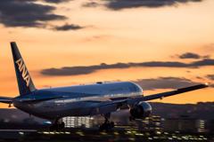夕暮れと飛行機