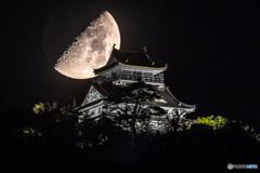 岐阜城に沈む月