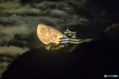 2018/10/30の岐阜城に昇る月②