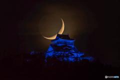 2018/11/11に岐阜城に降りる月