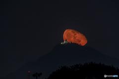 2018/10/29の岐阜城に昇る月