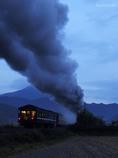 煙を残し汽車は行く