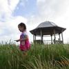 角島の公園ではしゃぐ我が家の怪獣娘