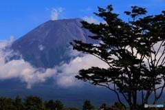 雲を纏った午後の富士