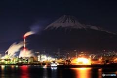 極寒の月夜、港にて…。