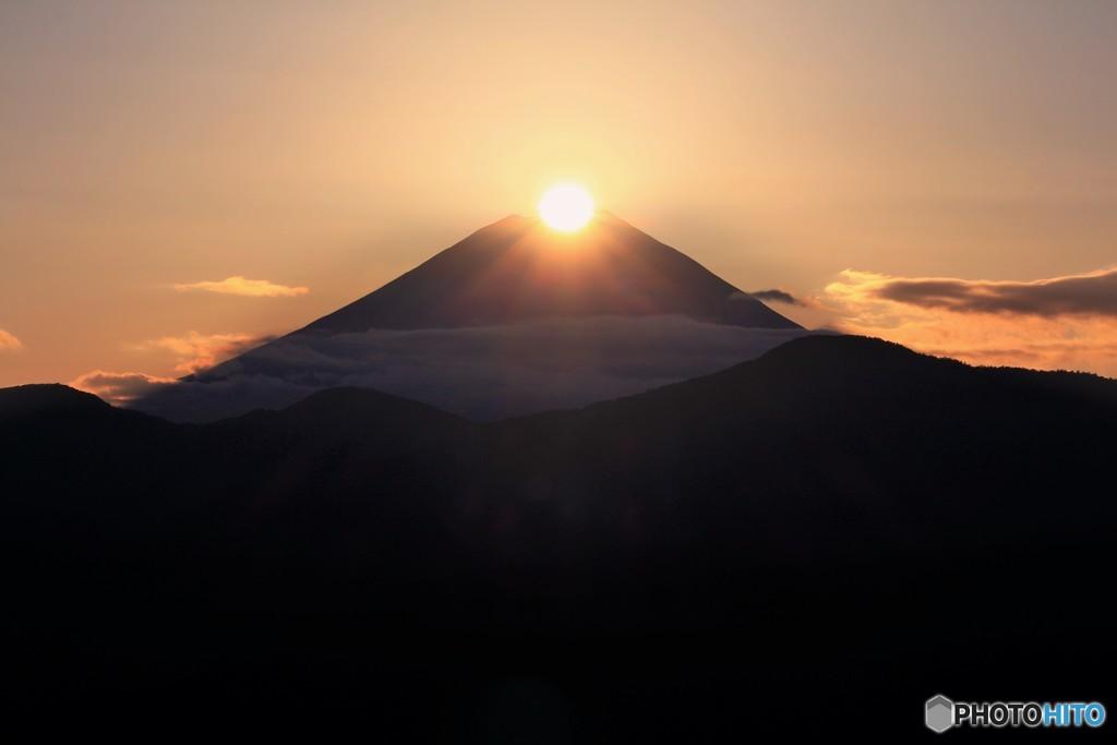信仰の山に光射す