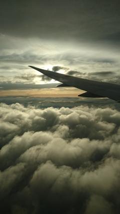 雲間を行く