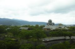 窓越しの熊本城
