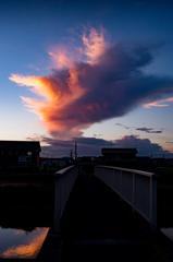 残暑の夕雲と橋