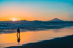 夕暮れの湘南海岸