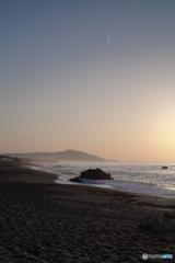 海岸線とコントレール
