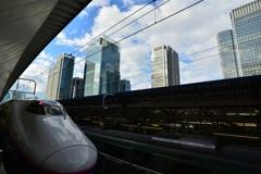 新幹線と丸の内の空
