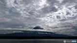 雲と戯れる富士