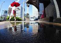 RICOH IMAGING PENTAX K-1で撮影した(赤い傘)の写真(画像)
