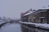 雪降る運河